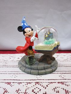 Disney Store Gifts, Disney Snowglobes, Disney Collector, Disney Collectibles, Mickey And Friends, Collectible Figurines, Vintage Disney, The Book, Snow Globes