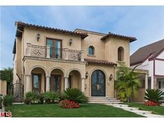 Italian style home with pre cast around the doors and windows!