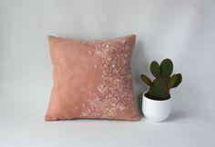 розовый шерстяной валик