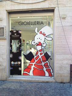 VALERIA PROSPERI per VETRINE DIVERSE @ DISEGNI DIVERSI IIed http://www.disegnidiversi.com/news/vetrine-diverse-live-painting/