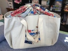 """Piece-of-Cake Shopping Bag from """"Zakka 2.0 Patchwork, Please!"""" sew-along chapter. By Cindy @ Raspberry Sunshine. She used painters canvas instead of linen. Very clever!"""