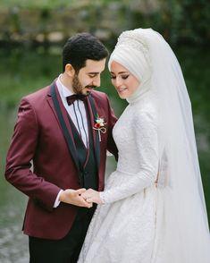 ' Muhteşem düğün fotoğrafları için @dugunfotografcisigokhan sayfamıza bakmalısınız Wedding Photography Poses, Wedding Poses, Wedding Photoshoot, Wedding Couples, Bridal Hijab, Hijab Wedding Dresses, Hijab Bride, Muslim Brides, Muslim Couples