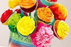 Você pode fazer um lindo e diferente bouquet de cupcake para decorar a mesa de sua casa em algum almoço ou jantar especial ou ainda você pode fazer esta