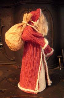Make an Old World Santa decoration out of paper twist. Diy Christmas Yard Decorations, Santa Decorations, Raffia Crafts, Ribbon Crafts, Doll Crafts, Crafts To Do, Corn Husk Crafts, Corn Husk Dolls, Tomato Cages