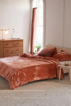 20 Urban Outfitters Bedding Sets For A Stylish Night's Sleep Boho Comforters, Boho Bedding, Duvet Bedding, Luxury Bedding, Bedding Decor, King Comforter, Velvet Bedroom, Velvet Duvet, Velvet Bedding Sets