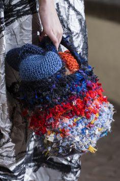 Daniela Gregis at Milan Fashion Week Fall 2017 - Details Runway Photos Crochet Handbags, Crochet Purses, Yarn Bag, Diy Crochet And Knitting, Unique Crochet, Boho Bags, Craft Bags, Patchwork Bags, Embroidery Fashion
