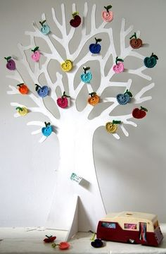Fuente: http://marys-dream.tumblr.com/post/44645450654/via-ingthings-ich-mag-unter-einem-apfelbaum-sein
