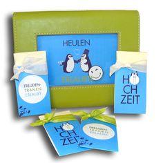 Heulen erlaubt! Freudentränen gehören zur Hochzeit einfach dazu! Diese Helfer sorgen für die richtige Unterstützung!  http://www.hochzeitseinladungen.de/hochzeit/kartengalerien/modern-farbenfroh/action/show/card/DEB049A.html?q=pingu