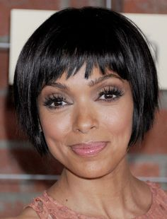 Tamara Taylor Actress Tamara Taylor is a Canadian television actress. Her most famous role is that of Dr. Camille Saroyan, head of the Forensic Division, on the forensic crime drama Bones. Pageboy Haircut, Line Bob Haircut, Haircut And Color, Short Bob Hairstyles, Celebrity Hairstyles, Braided Hairstyles, Cool Hairstyles, Casual Hairstyles, Pixie Haircuts