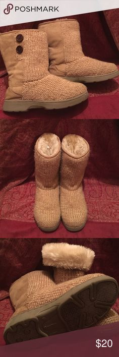 Furry knitted boots Size 6.5 soft Tan Knit outside fur inside     Authentic.                                                     NEVER WORN Airwalk Shoes Winter & Rain Boots