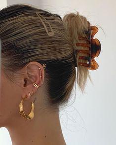 Hair Inspo, Hair Inspiration, Aesthetic Hair, Fitness Aesthetic, Urban Aesthetic, Aesthetic Outfit, Aesthetic Vintage, Aesthetic Clothes, Ear Jewelry