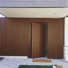 Door design modern 473933560786917245 – Home Decor – womenstyle. Hidden Doors In Walls, Hidden Rooms, Wood Slat Wall, Door Design Interior, Modern Door Design, Wall Cladding, Timber Cladding, House Entrance, Architecture Design