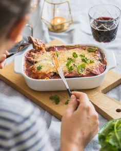 Ovenschotel met aubergine en tomaat • Cookameal Camembert Cheese, Mashed Potatoes, Nom Nom, Veggies, Healthy, Ethnic Recipes, Food, Drinks, Eggplants