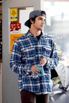 Posey, captured by paparazzi. - Posey, captured by paparazzi. Cute Celebrity Guys, Cute Celebrities, Celebrity Crush, Celebrity Photos, Tyler Garcia Posey, Tyler Posey Teen Wolf, Sylvester Stallone Rambo, Teen Wolf Cast, Scott Mccall