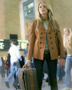 Serena (Blake Lively) usando bagagem (luggage) Louis Vuitton, em Gossip Girl.