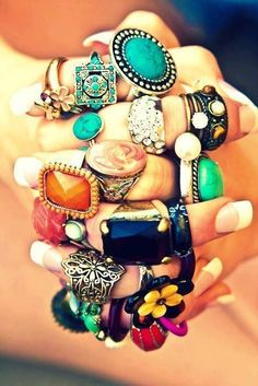 Some really good ideas for what rings to buy myself! I do like a bit of bling bling. I like all of these, I like the idea of knuckle rings ah yes Hippie Chic, Hippie Style, Estilo Hippie, Boho Style, Hippie Masa, Boho Chic, Jewelry Box, Jewlery, Jewelry Accessories