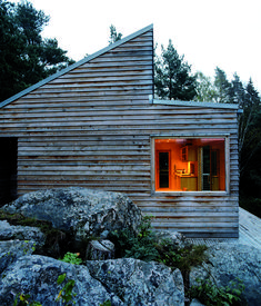 A small prefab cabin in Norway is offering an alternative view on the concept of luxury. Named Woody35 because of its size and wooden str...