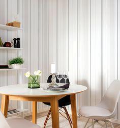 'Strimma 407-04' Strimma är en stilren och sofistikerad rand som passar det moderna och minimalistiska hemmet.