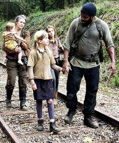Tyreese, Mika, Judith, Carol & Lizzie. TWD Season 4