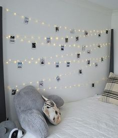 Hang extra long fairy lights and phot… Tween Teen Fairy Light Photo Display Wall. Hang extra long fairy lights and photos to create a beautiful bedroom display that everyone will love! Fairy Lights Photos, Tumblr Fairy Lights, Exposition Photo, Teenage Girl Bedrooms, Bedroom Diy Teenager, Teen Rooms, Room Decor Teenage Girl, Kid Bedrooms, Photo Displays