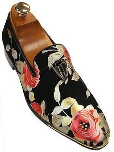 Fiesso Mens Black Gloss Leather Metallic Bold Rose Flower Fang Detailing Slipper