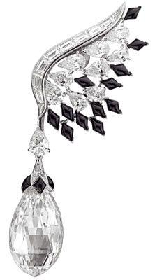 Bals de Légende earrings. [Boucle d'oreille Bals de Legende Black & White, Taille Briolette]. Van Cleefs & Arpels