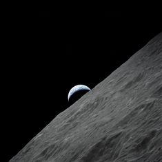 Post with 523 views. The last 'EarthRise' seen by Human eyes - An image captured by the Apollo 17 crew on December, 1972 Programa Apollo, Nasa Solar System, Apollo Program, Advantages Of Solar Energy, Apollo Missions, Human Eye, Space And Astronomy, Nasa Space, Space Program