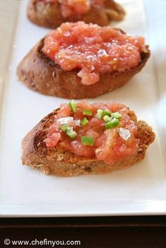 Pan con Tomate: one of DIYReady.com favorite finger foods for your party. Check them all out at diyready.com/easy-finger-foods-recipes-and-ideas-for-your-party/