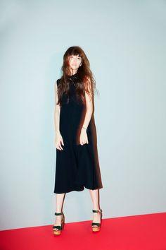 鈴木えみ Short Skirts, Short Sleeve Dresses, These Girls, Japanese Girl, Fashion Pants, High Neck Dress, Dresses For Work, Glamour, Actresses