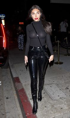 Black patent leather pants and tight translucent sweater top. Sexy Leggings Outfit, Leather Pants Outfit, Leggings Are Not Pants, Vinyl Leggings, Vinyl Dress, Vinyl Clothing, Actrices Sexy, Leather Fashion, Glamour