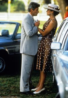 """Polka dot dress in """"Pretty Woman"""", Starring Richard Gere and Julia Roberts, Costume Design by Marilyn Vance. Short gloves and a purse are part of the outfit. Richard Gere, 90s Movies, Good Movies, Pretty Woman Film, Polo Match, Wie Macht Man, Ever Pretty, Looks Street Style, Polo Classic"""