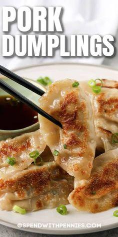 Pork Recipes, Asian Recipes, Chicken Recipes, Cooking Recipes, Asian Desserts, Asian Dumpling Recipe, Meat Dumplings Recipe, Fried Dumplings Chinese, Gastronomia