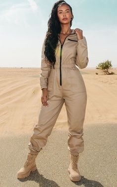 The Sand Utility Contrast Zip Jumpsuit. Head online and shop this season's range of jumpsuits & playsuits at PrettyLittleThing. Playsuits, Jumpsuits For Women, Looks Hip Hop, Patron Vintage, Jumpsuit Outfit, Mode Hijab, Streetwear, Overalls, 90s Style