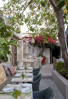 The Giri Café, een stylish restaurant met schitterende kruidentuin in #ibiza