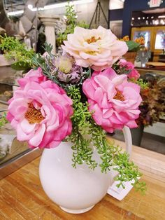 Beautiful flower and plant table display from @TheFrontPorch