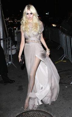 Taylor Momsen. Beautiful long dress.