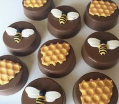 Our Beehive decor offers a collection of beehive kitchen decor and bee kitchen items. Beehive decor for your home kitchen and wall decor bee art. Chocolate Covered Oreos, Chocolate Treats, Chocolate Covered Strawberries, Honey Chocolate, Chocolate Art, Bee Cookies, Bee Party, Think Food, Cupcake Cakes
