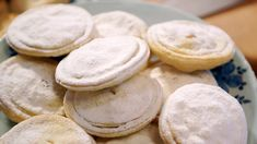 Food historian Ivan Day makes 18th century mince pies with a meaty filling.