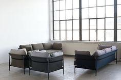 Canapé droit Can / 3 places - Structure noire Gris clair / Côtés : bleu - Hay