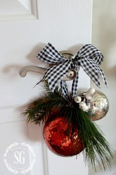 Easy ways to keep guest rooms and bathrooms clean-Christmas decor on door handle-stonegableblog.com