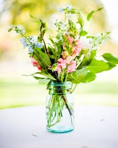 Easy Flower Arrangements These simple centerpieces are easy enough to create on your own making each a great option for a low-key wedding reception, bridal shower, or spring celebration. From fresh flowers plucked from a nearby garden to collected vintage vessels, see what details make these flower arrangements simply divine.