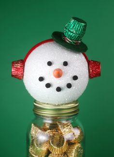 Make your own Snowman Candy Jars with REESE'S Miniatures – a holiday partnership with The Hershey Company #ad #VeryReesesHoliday