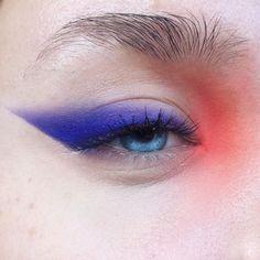graphic eyeshadow looks ; graphic eyeshadow make up ; Makeup Eye Looks, Eye Makeup Art, Pretty Makeup, Skin Makeup, Beauty Makeup, 80s Makeup, Witch Makeup, Runway Makeup, Clown Makeup