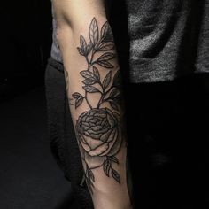 For @ameliezadeh  #sashatattooing #tattoo #linework #Berlin #engraving #rose  (в Viktor Leske)