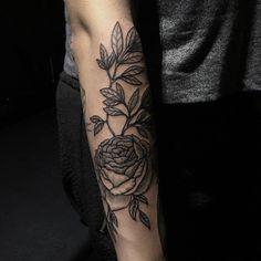 For @ameliezadeh  #sashatattooing #tattoo #linework #Berlin #engraving #rose  (в Viktor Leske)