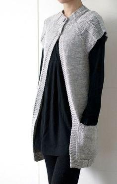 Ethos Vest è un indumento semplice stratificazione ha lavorato senza problemi dallalto verso il basso. Ha comode tasche di patch e può essere fatto… | Pinterest