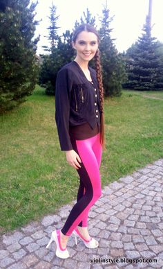 Sporty chic in neon pink