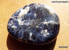 A Szodalit megtisztítja az elmét, ezáltal segíti a koncentrációt. Elősegíti az objektivitást, és a racionális gondolkodást. ~  Kristálygyógyászat / Gyógyító kövek: Szodalit ~ gyógyítás kövekkel, gyógyító ásványok, gyógyító kövek, gyógykristályok, kristálygyógyászat, kristályok, ásványok, fényörvény