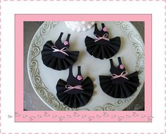 I LOVE the black tutus... You could do an amazing pink, black & white ballet party!