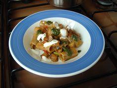 Pasta - Rigatoni   au creme    jus  de  saucisse    pesto  de  basilique   cubes  de  aubergine    Gino D'Aquino